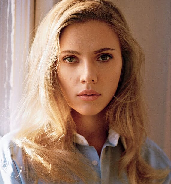 Manuka Honey and its biggest fan - Scarlett Johansson